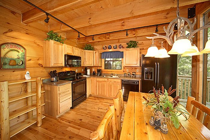 2 Bedroom Cabin with Fully Stocked Kitchen - Bear-rif-ic