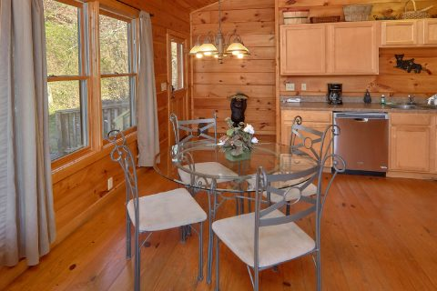 2 Bedroom Cabin with Dining Room - Bears and Beyond