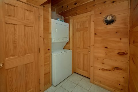 2 Bedroom Cabin with Washer and Dryer - Bears and Beyond