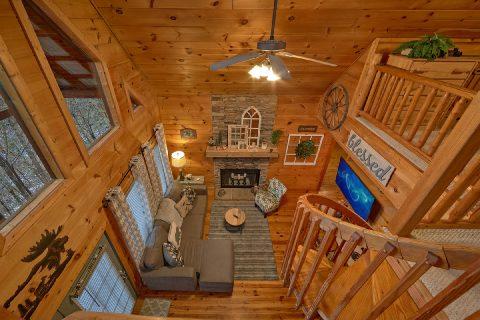 Beautiful 2 Bedroom Cabin Sleeps 9 - Bears Hideaway