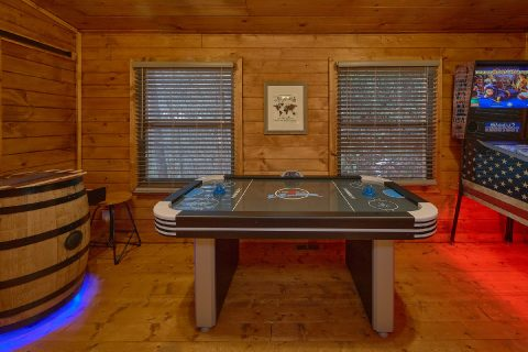 Game Room with Air Hockey and Arcade Games - Bears Hideaway