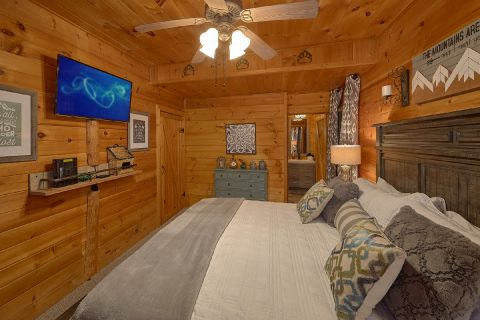 2 Bedroom 2 Bath Cabin Main Floor Master - Bears Hideaway