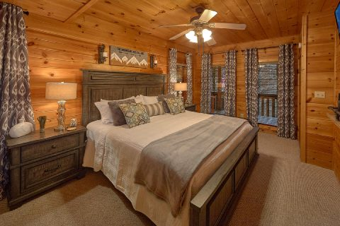 Main Floor Master 2 Bedroom Cabin Sleeps 9 - Bears Hideaway