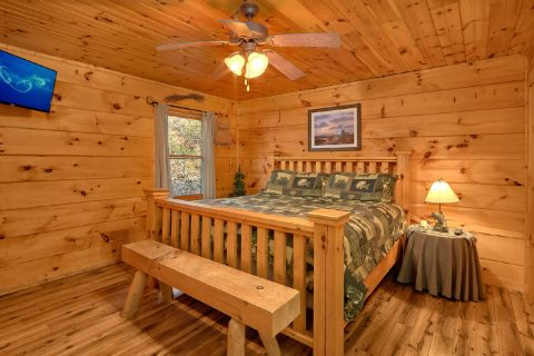 Master Bedroom with King Bed - Bear's Lair