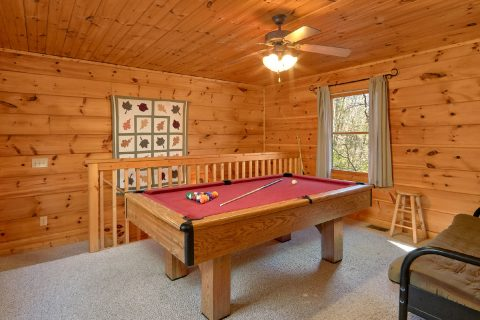 Spacious 2 Bedroom Cabin with Pool Table - Bear's Lair