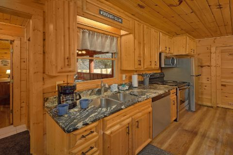 2 Bedroom Cabin with Fully Equipped Kitchen - Bear's Lair