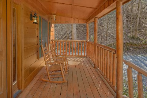 Two Bedroom Cabin with Rocking Chairs Sleeps 6 - Bear's Lair