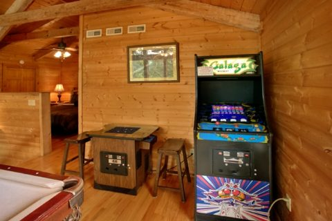 2 Bedroom Cabin with Arcade Game and Pool Table - Bearway To Heaven