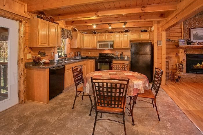 Secluded Cabin with Full Kitchen and Fireplace - Beary Dashing
