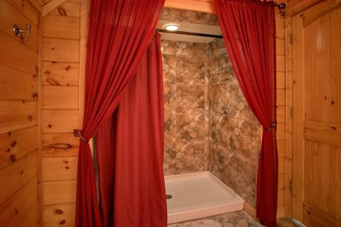 2 Bedroom Cabin with Private, Luxury Bathroom - Beary Dashing