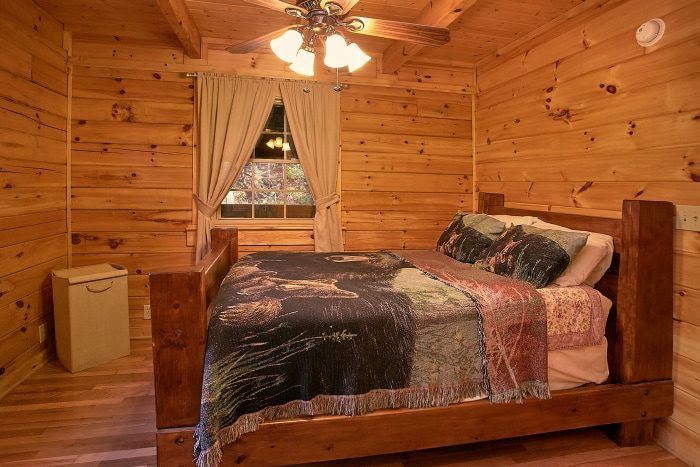 Secluded Cabin with 2 Private Bedrooms and Baths - Beary Dashing