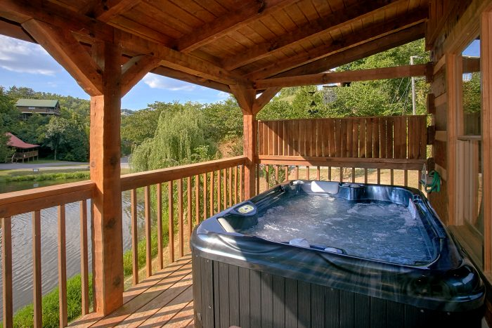 2 Bedroom Cabin with Private Hot Tub - Beautiful Getaway