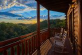 Spacious 3 Bedroom Cabin with Mountain View