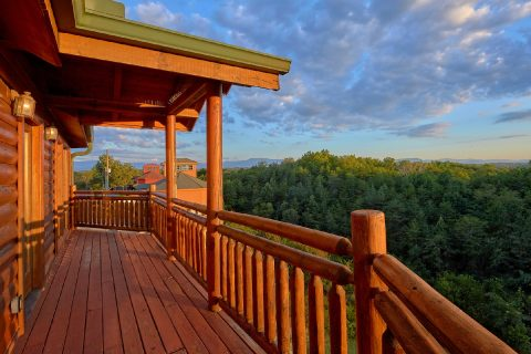 3 Bedroom Cabin with Great Mountain View - Best Little Pool House In The Smokies