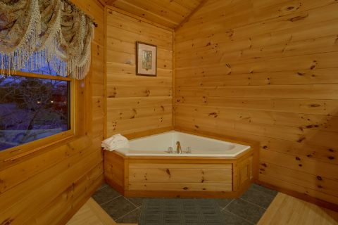 King Bedroom with Jacuzzi Sleeps 8 - Best Little Pool House In The Smokies