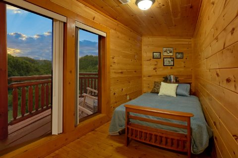 Spacious 3 Bedroom Cabin with Futon Sleeps 8 - Best Little Pool House In The Smokies