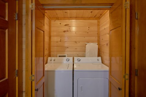 Spacious 3 Bedroom Cabin with Washer and Dryer - Best Little Pool House In The Smokies
