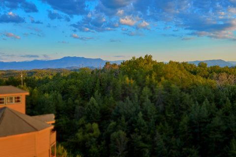 Luxury 3 Bedroom Cabin with a View - Best Little Pool House In The Smokies