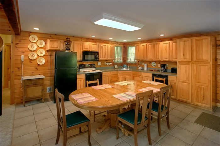 3 Bedroom Pigeon Forge Cabin with full Kitchen - Big Bear