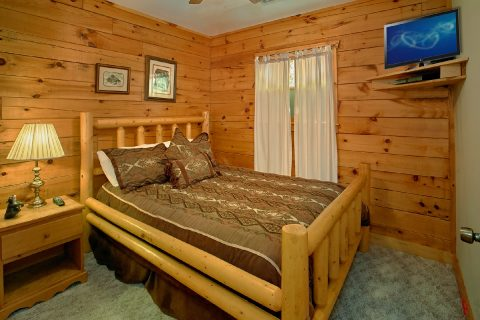 Pigeon Forge Cabin with Private Queen Bedroom - Big Bear