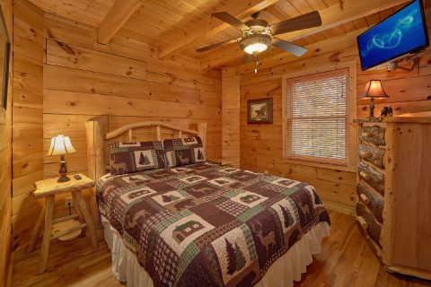 Queen Bedroom with Flatscreen TV - Big Bear Lodge