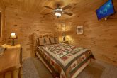 5 Bedroom Cabin with Queen Bed and TV