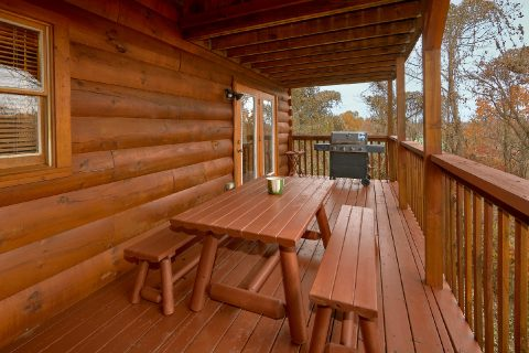 Pigeon Forge 5 Bedroom Cabin with Picnic Table - Big Bear Lodge