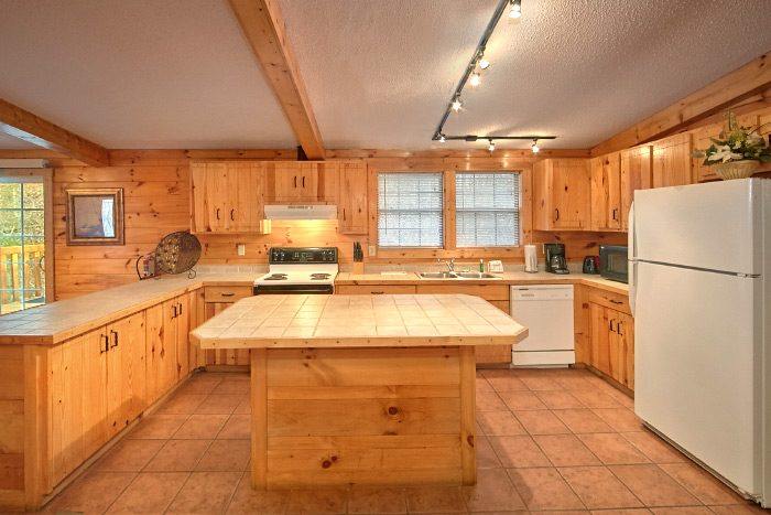 Pigeon Forge Cabin with Fully Furnished Kitchen - Lacey's Lodge