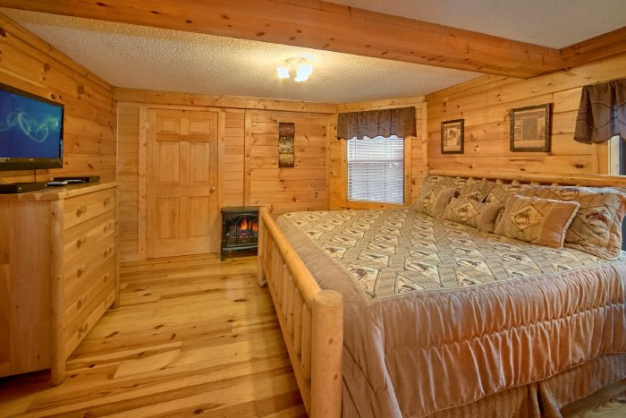 Luxury Cabin with King Master Suite and bath - Lacey's Lodge