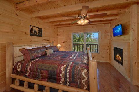 Main Floor Master Bedroom 5 Bedroom Cabin - Big Mack Lodge