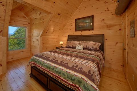Spacious 5 Bedroom Cabin Sleeps 14 - Big Mack Lodge