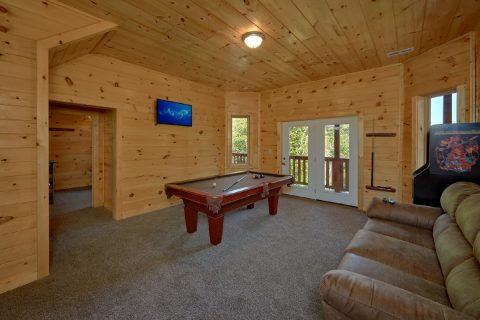Spacious Large Game Room - Big Mack Lodge