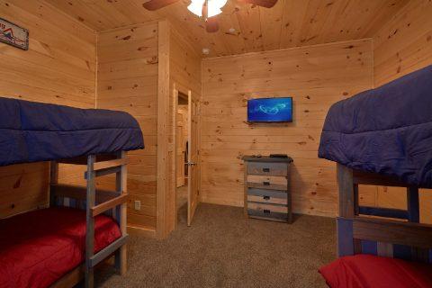 Comfortable 5 Bedroom Cabin Sleeps 14 - Big Mack Lodge