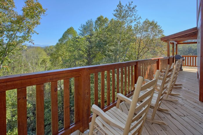 5 Bedroom Cabin with Rocking Chairs - Big Mack Lodge