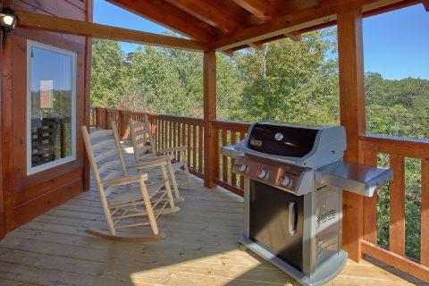 5 Bedroom Room Cabin Sleeps 14 with Gas Grill - Big Mack Lodge