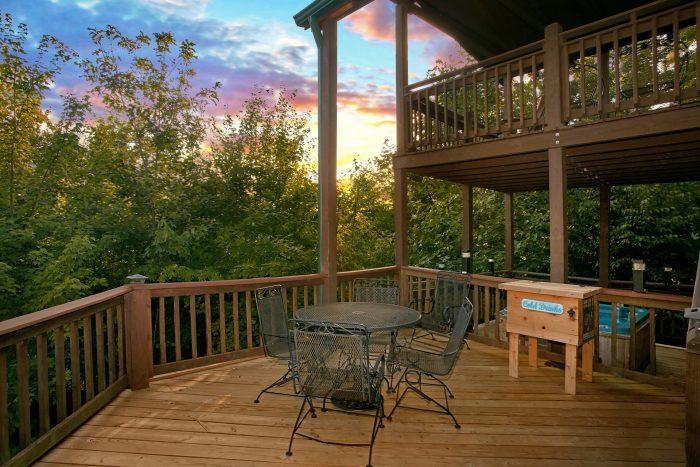 Gatlinburg Cabin with Private Eat-In Decks - Big Sky View