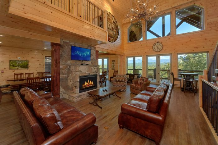 Spacious 16 Bedroom Indoor Pool Cabin - Big Vista Lodge