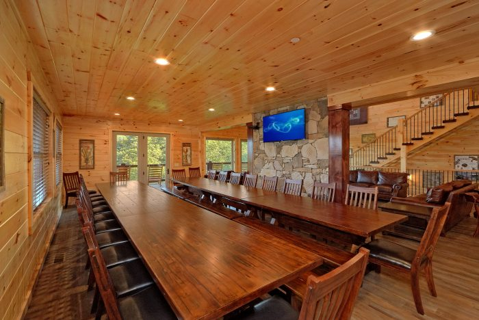 Lots of Seating 16 Bedroom Cabin Sleeps 66 - Big Vista Lodge
