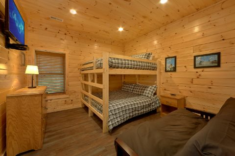 16 Bedroom Cabin with 2 Bunk Bed Rooms - Big Vista Lodge