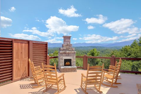 Spectacular Views 16 Bedroom Cabin Sleeps 66 - Big Vista Lodge