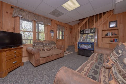 Lower Level Extra Seating 4 Bedroom Cabin - Black Bear