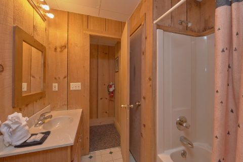 3 Full Bath Rooms 4 Bedroom Cabin - Black Bear
