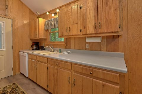 Cozy 2 Bedroom Cabin Sleeps 8 - Black Bear Hideaway