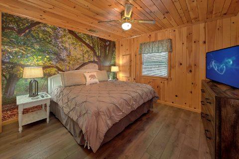 Main Floor Master King Bedroom - Black Bear Hideaway