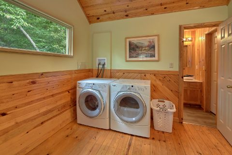 Full Size Washer and Dryer 2 Bedroom - Black Bear Hideaway