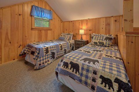 2 Bedroom Cabin with Extra Sleeping - Black Bear Hideaway