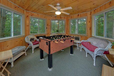 2 Bedroom Cabin with Foos Ball Sleeps 8 - Black Bear Hideaway