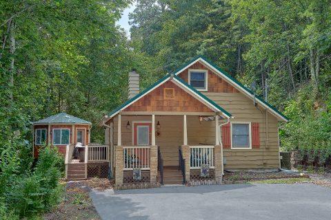 2 Bedroom Cabin in the Woods Sleeps 8 - Black Bear Hideaway