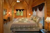 Cabin with Private King Bedroom and Jacuzzi Tub
