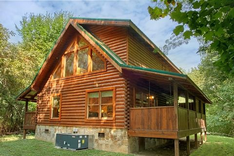 2 bedroom cabin with private, wooded view - Blackberry Inn